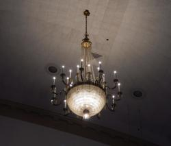Still had those gorgeous chandeliers in the auditorium